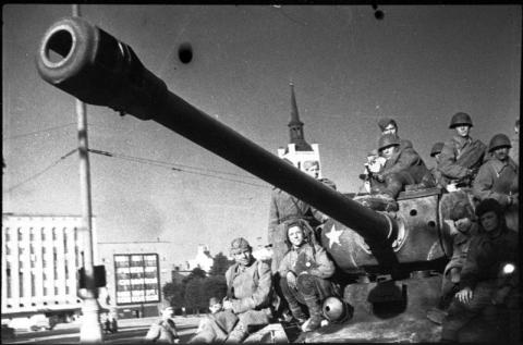 Punaarmee Tallinnas Vabaduse väljakul 1944. aastal